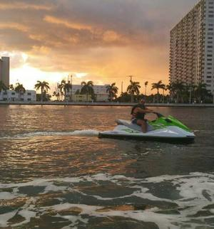 make model boat rental in Hollywood, Florida